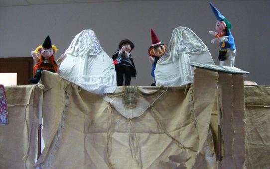 Az M.M. Pódium bábosokat képezett